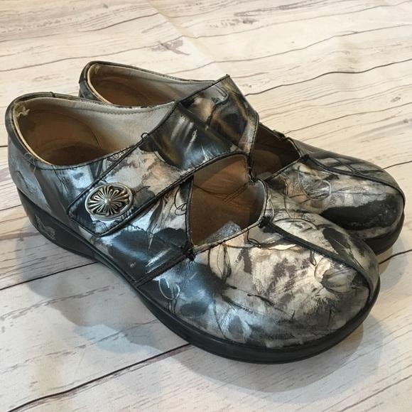 Alegria scarpe   Kaitlyn Pewter Metallic Nursing Work Clogs   Poshmark